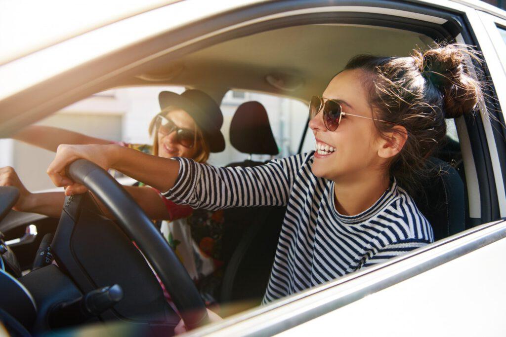 met vrienden rijden